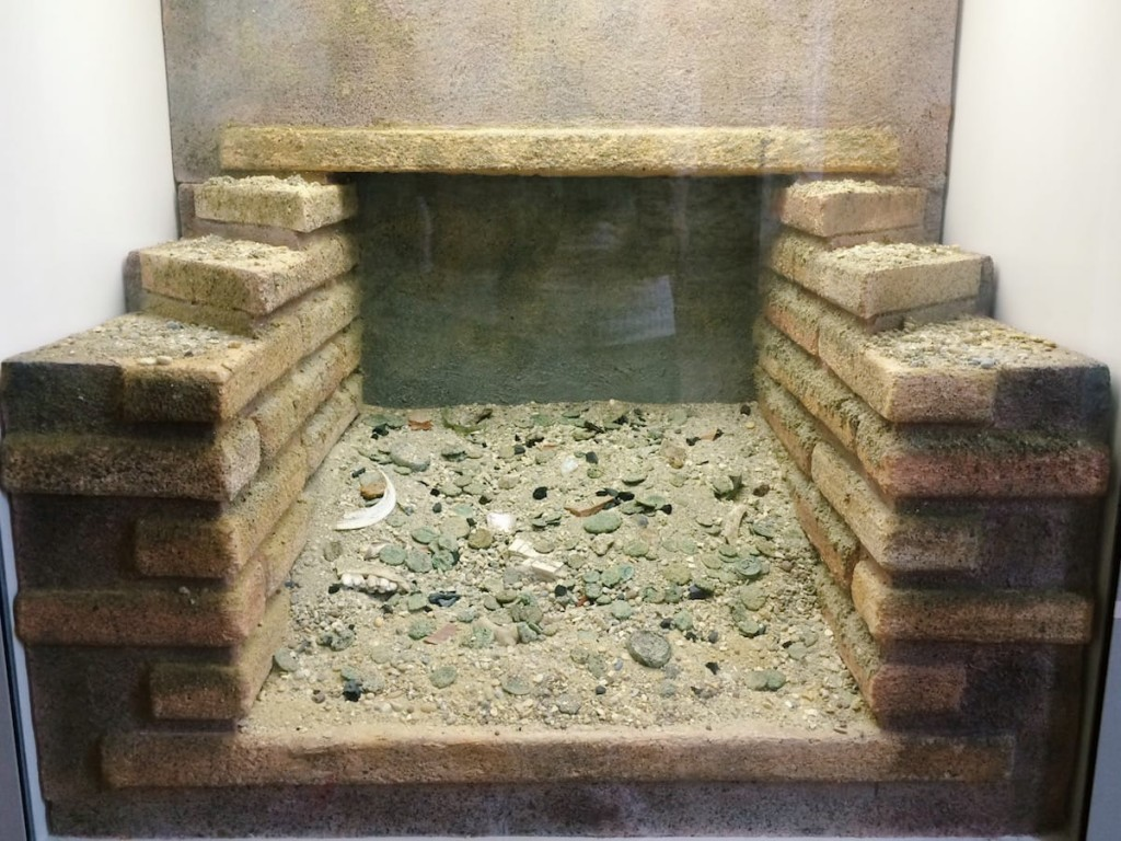 Reconstruction of the archaeological context where 360 coins were found in the drain below the latrine, located in the exedra of the Crypta Balbi, once it had stopped being used, at the beginning of the 5th century AD, Rome‬, Museo Nazionale Romano - Crypta Balbi