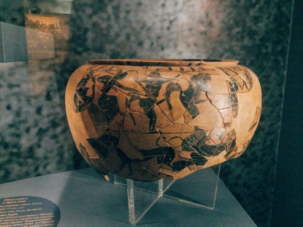 "Vase of Greek manufacture, 6th century BC, from the sacred area of the Thirteen Altars, fourth room of Civitas religiosa, Museo Civico Archeologico ""Lavinium"", Pomezia (RM)"