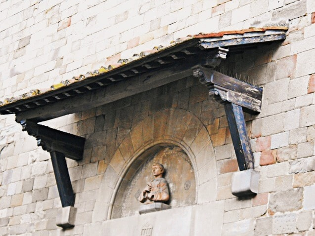 Exterior lunette protected by a roof, displaying a copy of San Lorenzo bust by Donatello, Pieve di San Lorenzo, Borgo San Lorenzo (Mugello), Italy