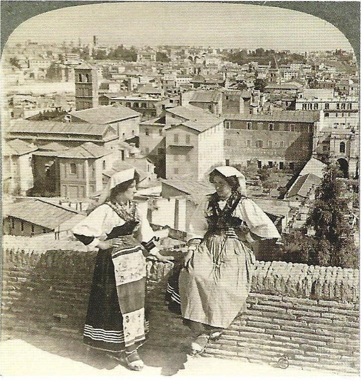 Underwood & Underwood, Capitoline, Palatine and Coelius hills (and two girls dressed as people from Ciociaria), Rome, before 1904, albumin (81x78) mm, on cardboard support (88x178) mm, Manodori Sagredo collection