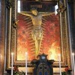 Crucifix, 15th century, wood, Rome, chiesa di San Marcello al Corso, cappella del Crocifisso. The ciborium with semiprecious stones was designed by Francesco Carlo Bizzaccheri around 1691