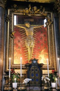 Crucifix, 15th century, wood, Rome, chiesa di San Marcello al Corso, cappella del Crocifisso. The ciborium with semiprecious stones was designed by Francesco Carlo Bizzaccheri around 1691